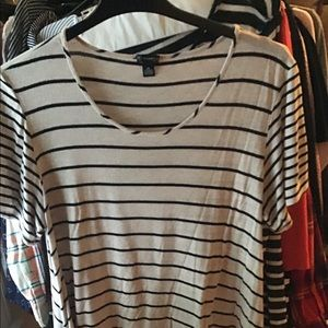 Tops - Women's short. Sleeve shirt